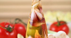 garlic and vinegar for treating toenail fungus
