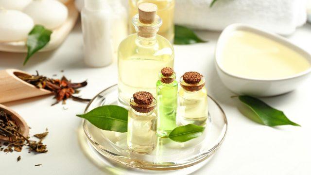 treating nail fungus with tea tree oil