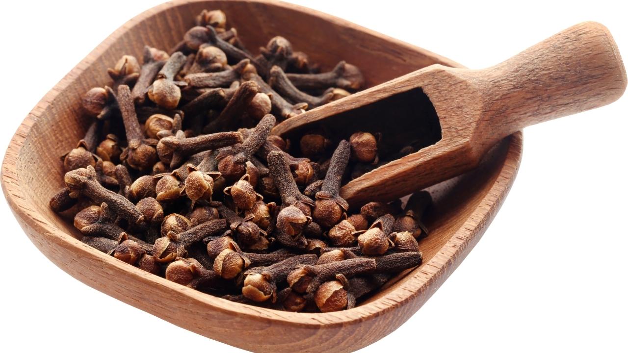Oregano, Clove, and Cinnamon Combination fungal infection treatment