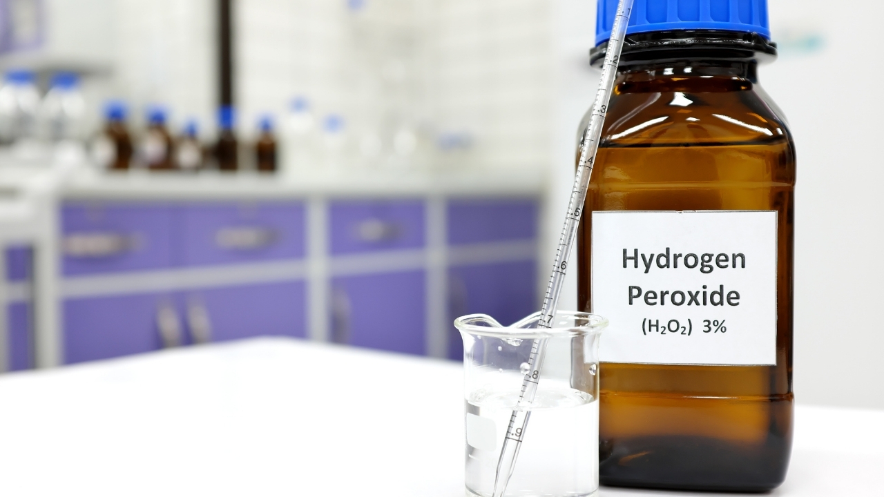 treating nail fungus with Hydrogen Peroxide with Vinegar
